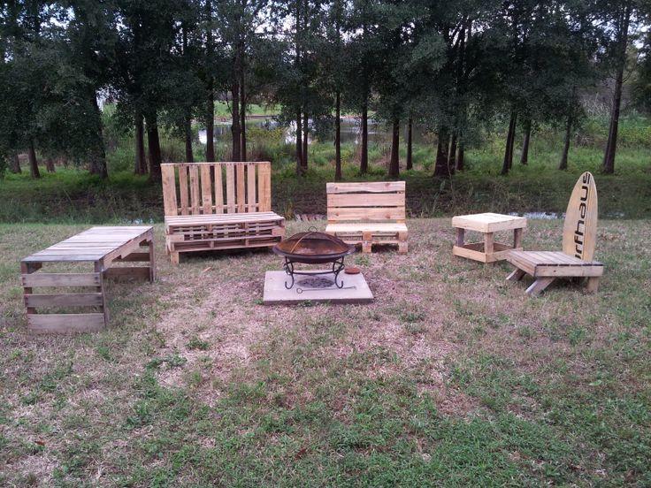 Fire pit set up pretty pallets pallet furniture for Pallet fire pit