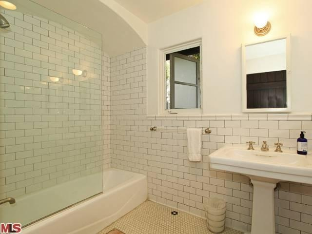 White subway tile with dark grout bathroom for White subway tile with black grout bathroom