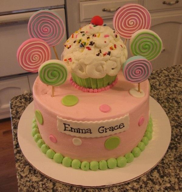Cake With Cupcakes On Top : Lollipop Cupcake Cake Fondant Cakes Pinterest