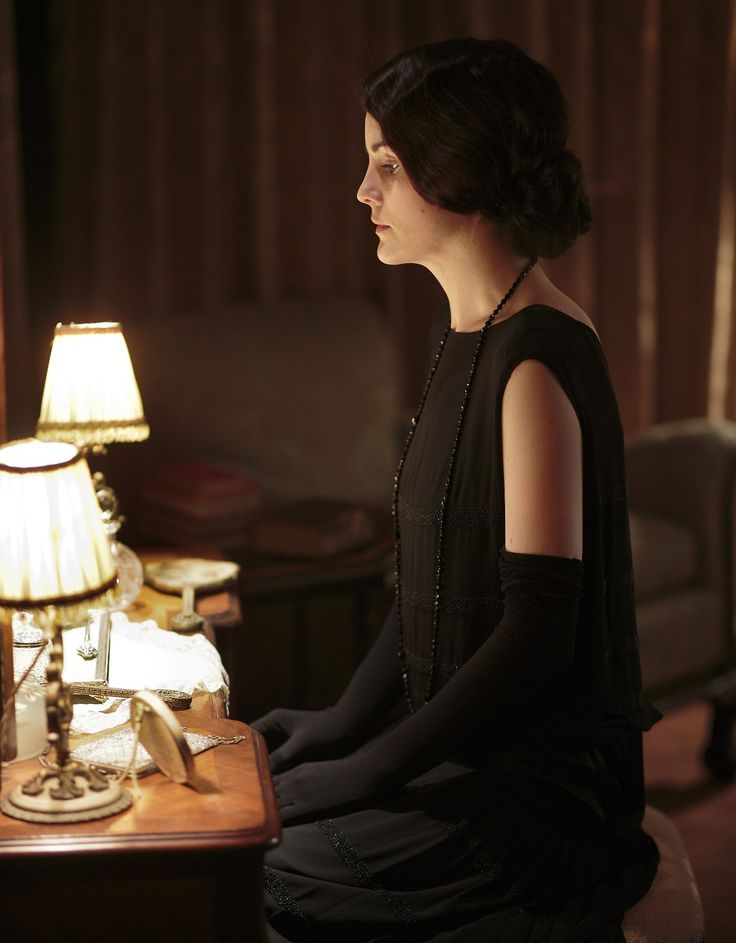 """nobody likes to kiss a girl in black""  I love how they're bringing downton back to the beginning, but now Mary is devastated by the death instead of annoyed"