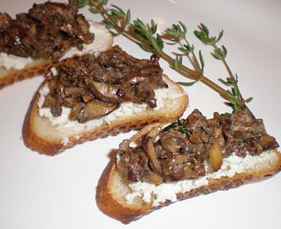 ... Suburban Gourmet: Wild Mushroom Crostini + Giveaway Winner Announced