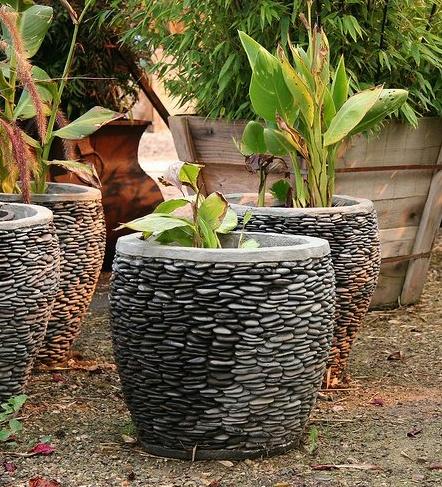 Un diy para cambiar el aspecto de un macetero con piedras - Macetas de piedra para jardin ...