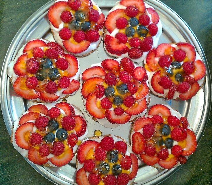 mini fruit pizzas! | yummy in my tummy | Pinterest