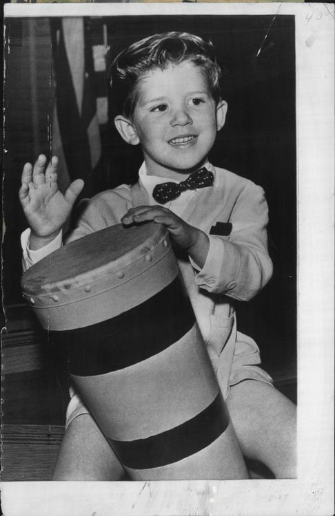 Little ricky i love lucy pinterest for Who played little ricky in i love lucy