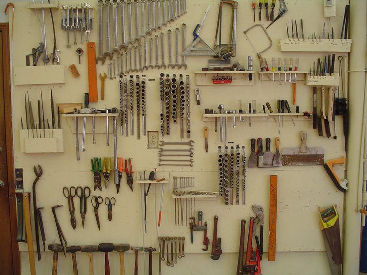 Полочки для инструментов в гараже своими руками 100