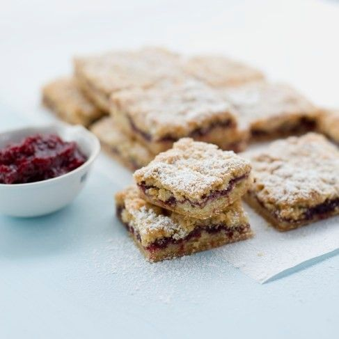 Della's Austrian shortbread bars with cranberry-Port jam