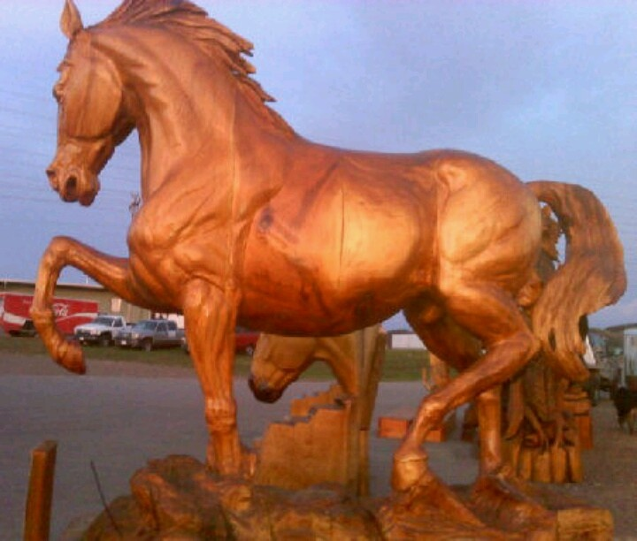 Chainsaw carving horse wow art wood
