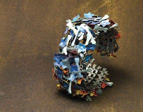 Helen Britton 'Flowers Bones' bracelet 2014 (galerie Spektrum)