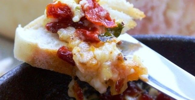 Brie and sundried tomatoes dip | Food | Pinterest