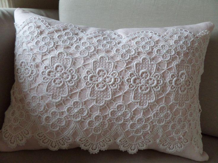 pink pillow with lace roze kussen met kant verkrijgbaar via www ...