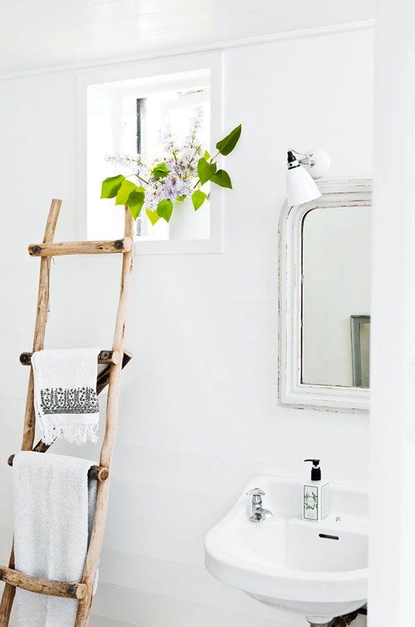 Wooden ladder towel rack in a bathroom someday house - Porte serviette echelle bois ...
