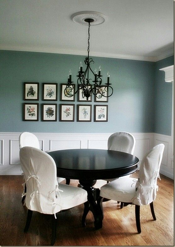 Black white tables and chairs finish the kitchen for Black kitchen table and chairs