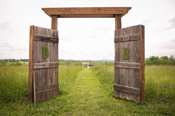 Trend alert rustic barn door wedding decor for Decor barn doors