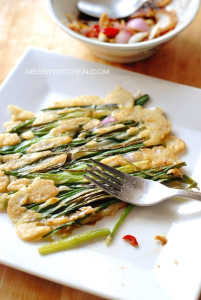 Pajeon – Korean Spring Onions Pancake. Looks kind of interesting..