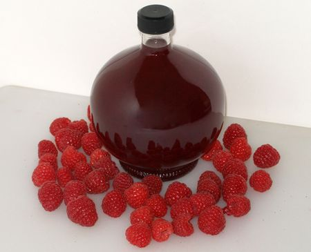 Homemade Raspberry Liqueur | Cocktail drinks | Pinterest