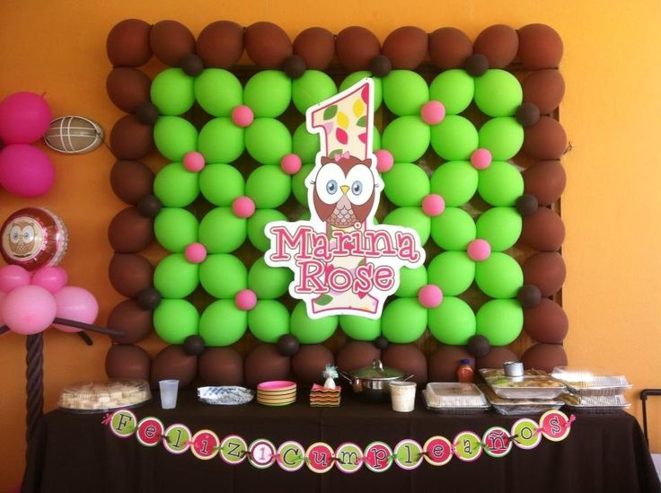 Look whoo 39 s balloons wall balloon decorations pinterest for Balloon decoration on wall