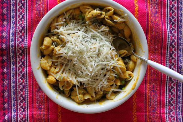 Vegan} Cauliflower Alfredo Shells + Peas from Jewhungry the Blog.