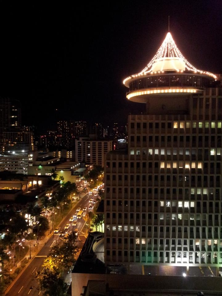The night view from a room at @BeachcomberHI in Waikiki - We sure could use a staycation! (hint hint!)