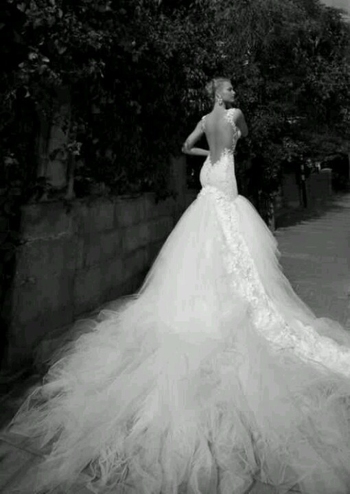 super low back with extremely long train wedding dresses