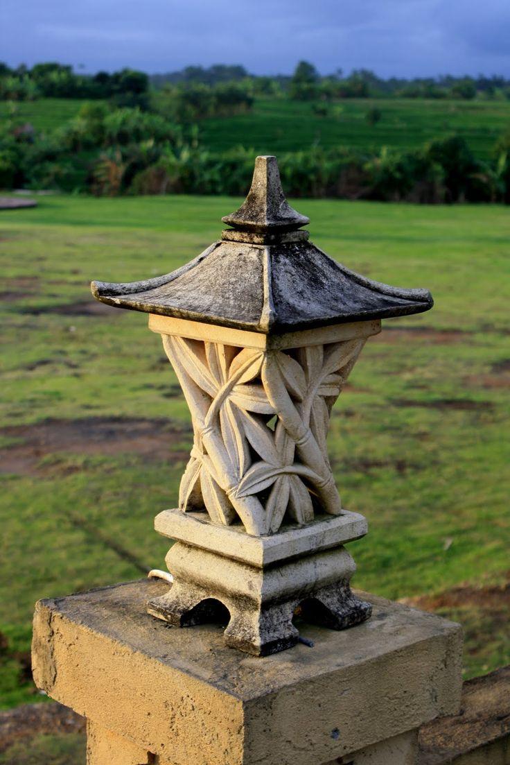 Balinese garden lantern jardins et al pinterest for Landscape lanterns