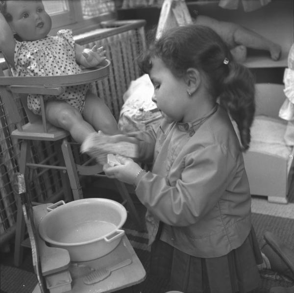 Photographes en Rhône-Alpes::[Atelier travaux pratiques : la toilette de la poupée]