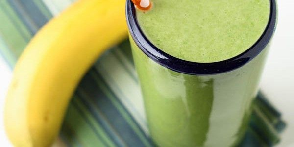 Super Spinach Smoothie--sweet, delicious, and packed full of the good ...