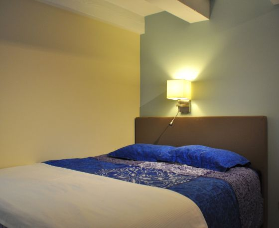 slaapkamer met groene muur  Stylist en Interieurontwerper www ...