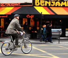 Great tips on trying the #Paris bike (Velib) system! (Might have to check it out if we @GowithOh here this autumn!)