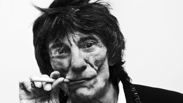Ronnie Wood gets satisfaction from e-cig