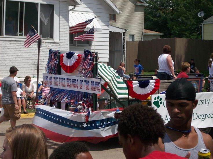 memorial day parade themes