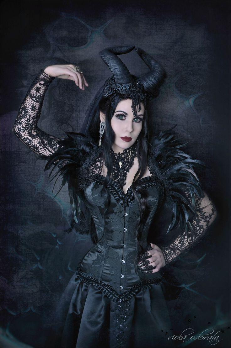 Elegant gothic aristocrat fashion 48