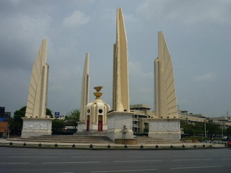 Pin Democracy-monument-bangkok-city-border-wallpaper ...