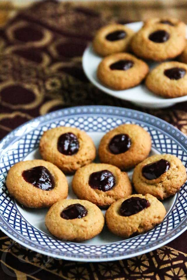 Peanut Butter and Jelly Thumbprint Quinoa Oat Cookies Recipe ...