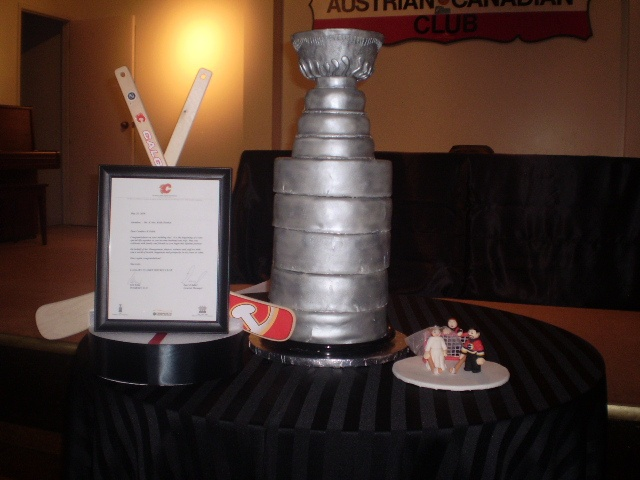 stanley cup wedding cakes