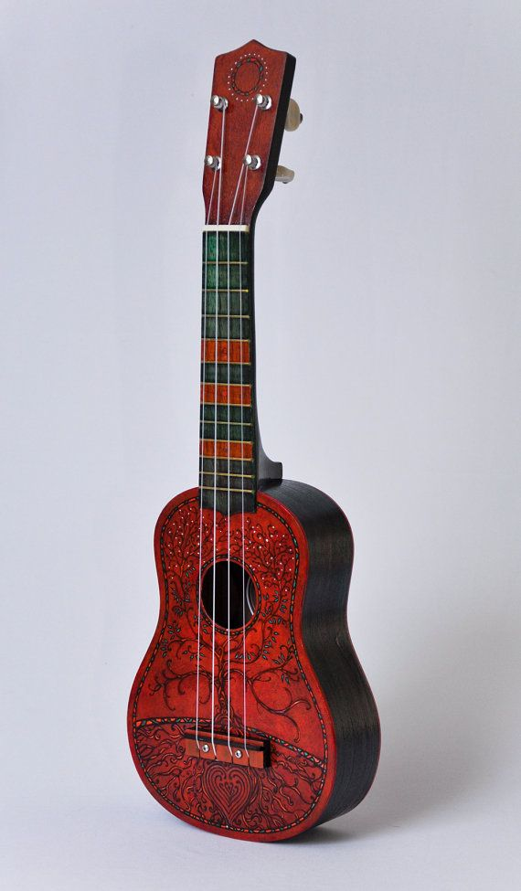 Another painted ukulele. I wonder wether I could make one... I can.