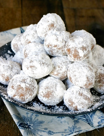 rum balls- must make and take to family christmas. I thnk they will ...