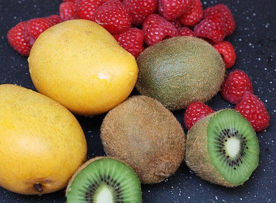 Frozen Mango, Kiwi, Raspberry Pops | Skinnytaste