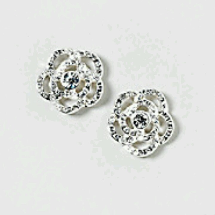 The gallery for gt earrings from claires