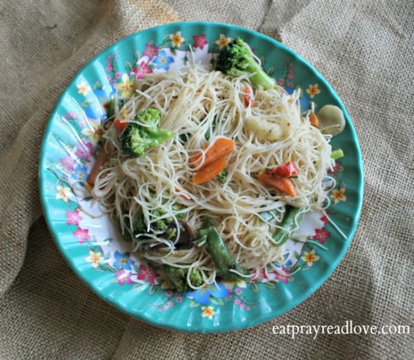 Rice Noodles and Veggies with Spicy Peanut Sauce