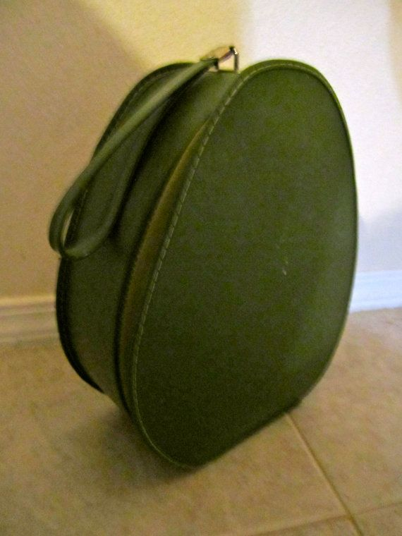 Train Case . Shoe Case . Vintage Avocado Green Zippered Tote . 1960's
