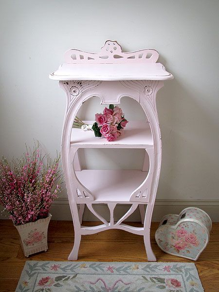 Vintage Shabby Chic Accent Pieces And Accessories