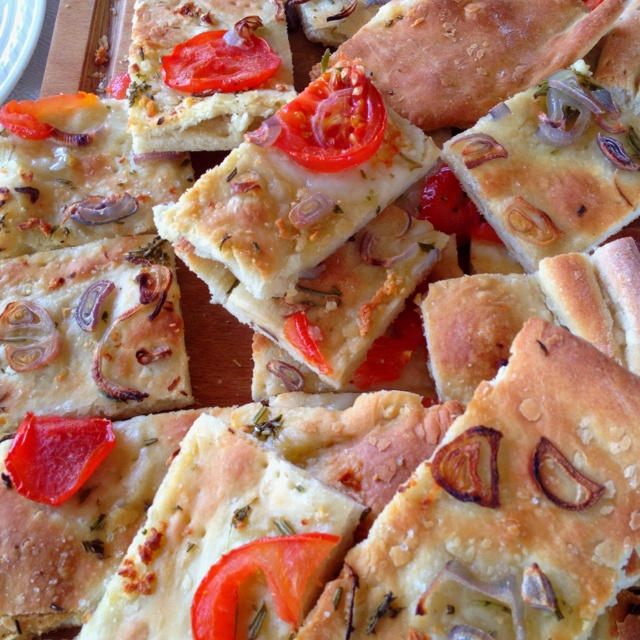 Tomato-Garlic Focaccia - My Vegan Italian Flatbread Recipes ...