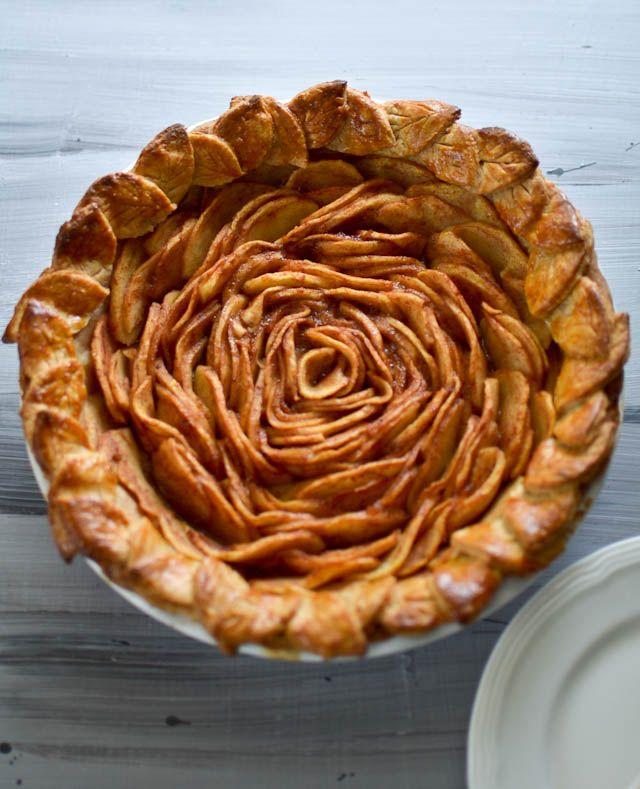 Knitty baker: Open-Faced Designer Apple Pie (instructions in link)