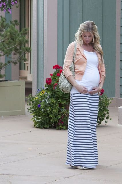 Maternity Fashion {Street Style} I'd probably do a green cardigan since I have red hair