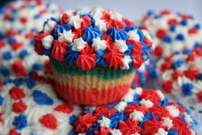 PLAYING WITH SUGAR: Fourth of July cupcakes - all dressed up and ready to go!!!