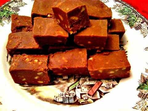 "... fudge.html This ""Easy Peasy Peanut Butter Chocolate Fudge"" is s..."