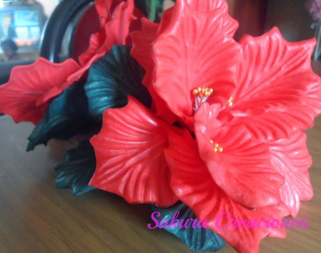 Centros de mesa navide os flores en goma eva pinterest for Centros navidad para mesa