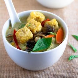 Easy Thai Green Curry with Tofu Puffs | Get In My Belly | Pinterest