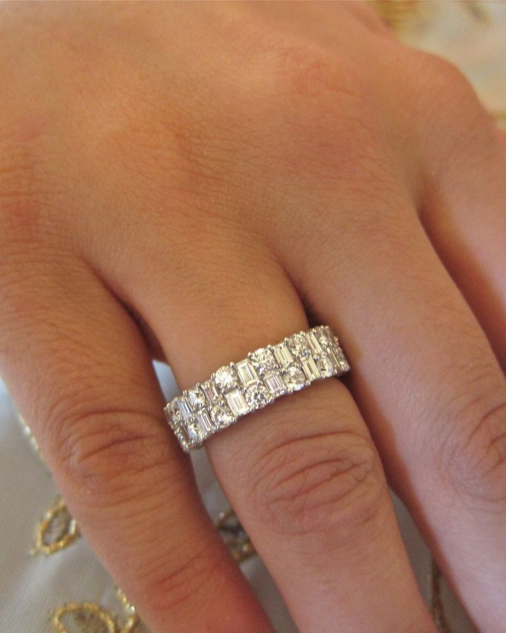 18k white gold baguett round diamonds wedding band