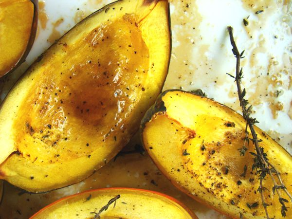 Roasted Acorn Squash With Thyme and Maple Syrup -- i'm modifying the ...